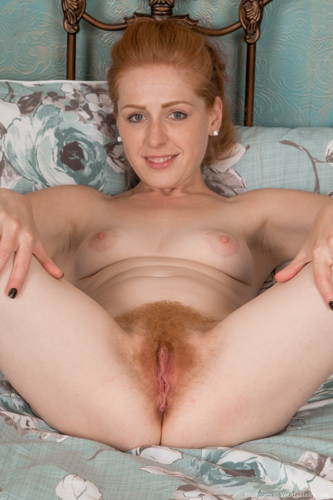 real amature slightly hairy pussy
